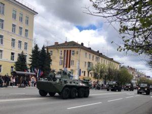 День победы в Брянске отметили торжественным маршем военных, силовиков и боевой техники