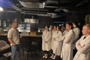 Брянские студенты-технологи проходят практику в образцовых ресторанах