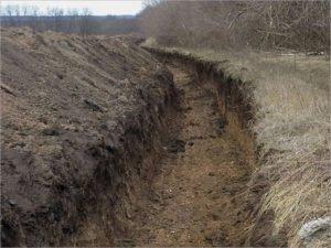 Украина копает противотанковый ров на границе Черниговской и Брянской областей