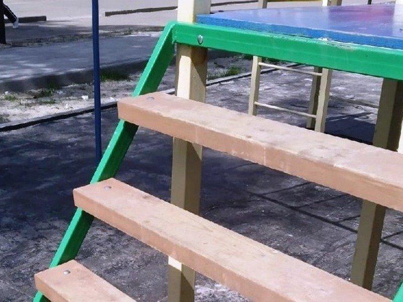 До конца месяца в брянском дворе будет достроена брошенная подрядчиком детская площадка