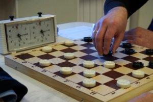 Чемпионат Брянской области по русским шашкам выиграли Олег Холин и Анна Мортикова