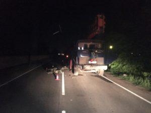 На окраине Брянска мотоциклист врезался в стоящий грузовик