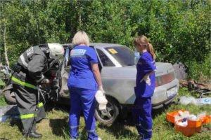 После ДТП на брянской дороге пострадавшего вырезали из искорежённой «десятки»