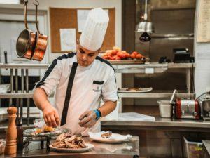 Спрос на поваров и официантов в Брянской области вырос за два года в полтора раза