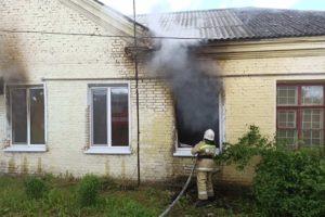 В поселке под Карачевом выгорел жилой дом, пострадавших нет