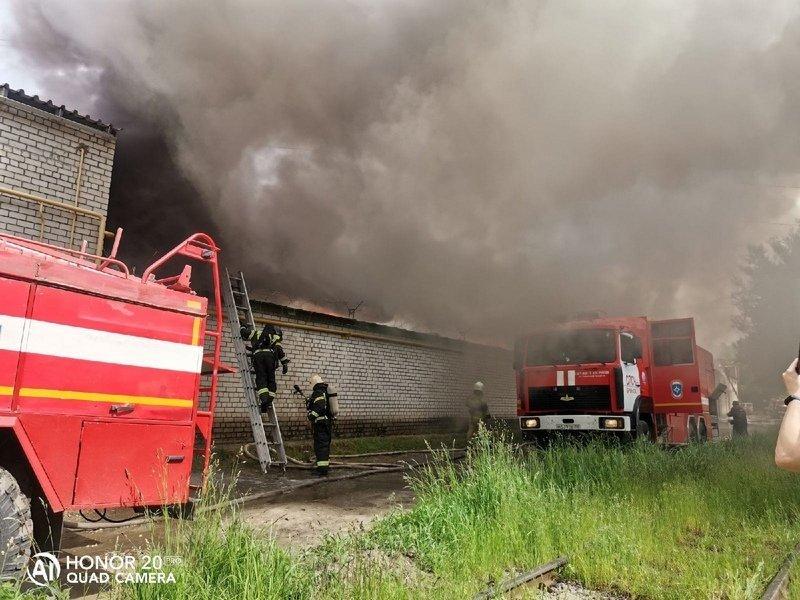 Горящий мебельный склад в Брянске потушен, жертв нет