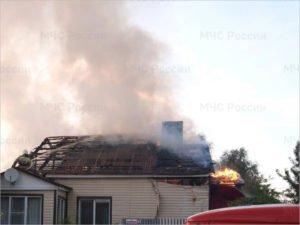 В посёлке под Карачевом сгорел многоквартирный дом. Жертв нет