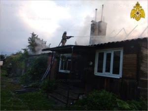 В Синезёрках сгорел двухквартирный жилой дом. Жертв нет
