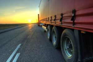 На дорогах Брянской области из-за жары движение большегрузного транспорта разрешено только ночью