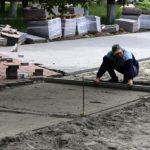 Фонтан в Пролетарском сквере в Брянске готов на треть, дорожки — наполовину