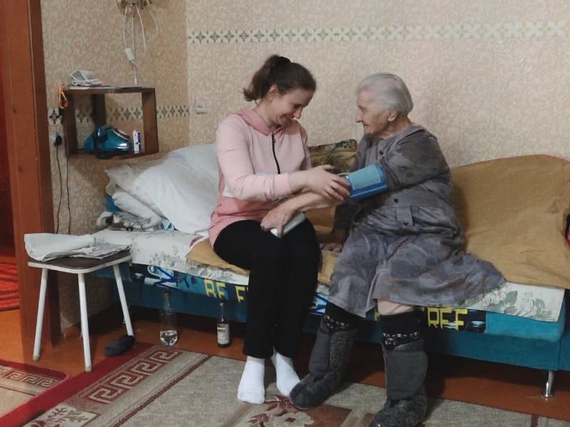 В Брянской области свой профессиональный праздник отмечают более 4700 социальных работников