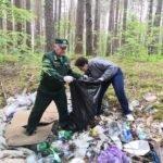 Брянские волонтёры сложили в мешки свалки вдоль дороги на Партизанскую поляну