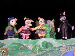 Брянский театр кукол закрывает театральный сезон. Спектаклем «Три поросёнка»