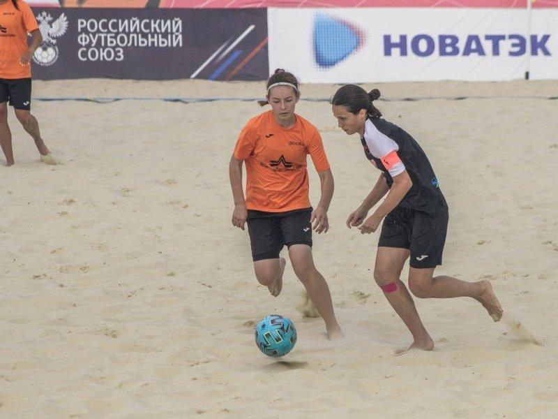 Брянские футболистки-пляжницы бьются за пятое место чемпионата России