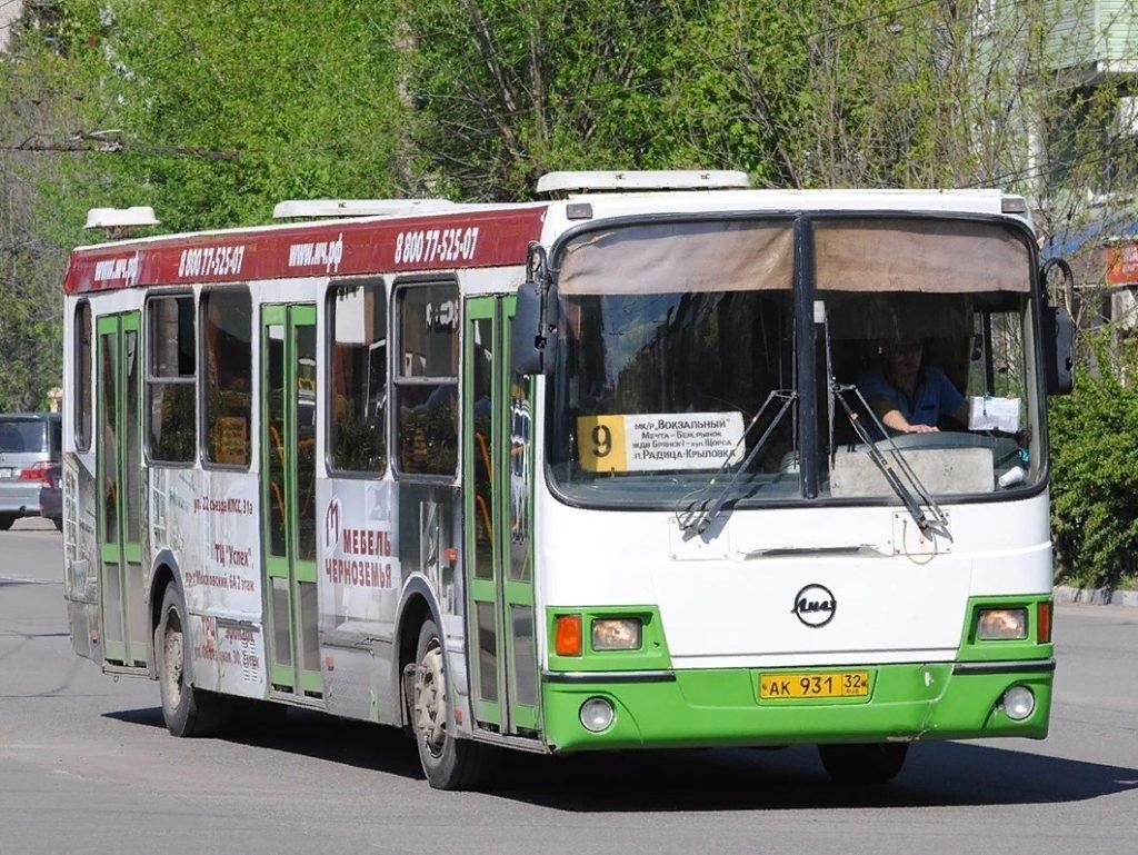 В Брянске добавили дополнительные рейсы на автобусный маршрут № 9
