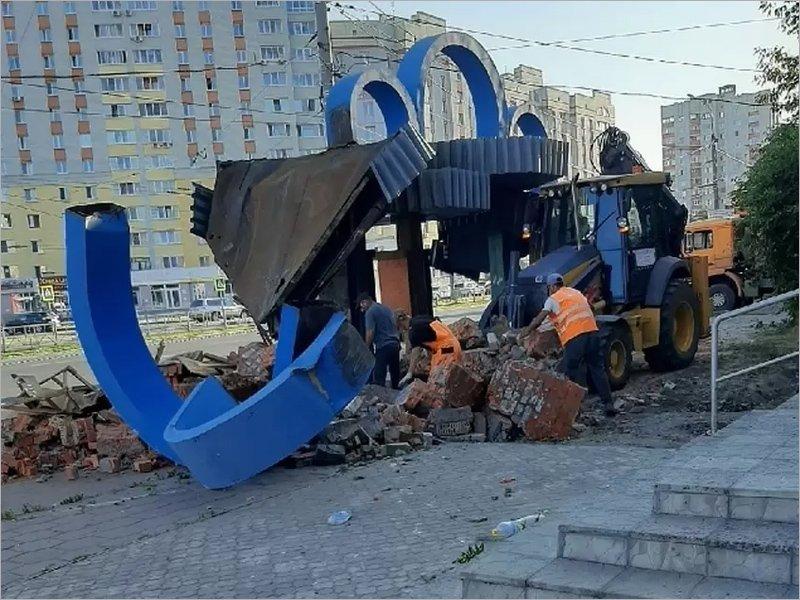 Макаровская администрация Брянска занимается своим любимым делом — ломает и сносит
