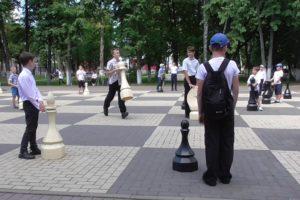 Международный день шахмат в Брянске отметили «Шахматным косплеем» для детей