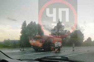 У поворота на «Мираторг» на трассе «Брянск-Новозыбков» большегруз протаранил КамАЗ