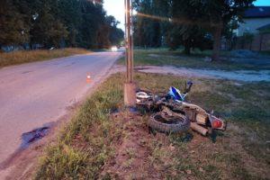 В брянском посёлке Белые Берега мотоциклист без шлема врезался в столб и погиб