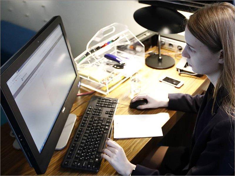 Закон фракции «Единой России» об «удалёнке» успешно работает в условиях новой волны коронавируса