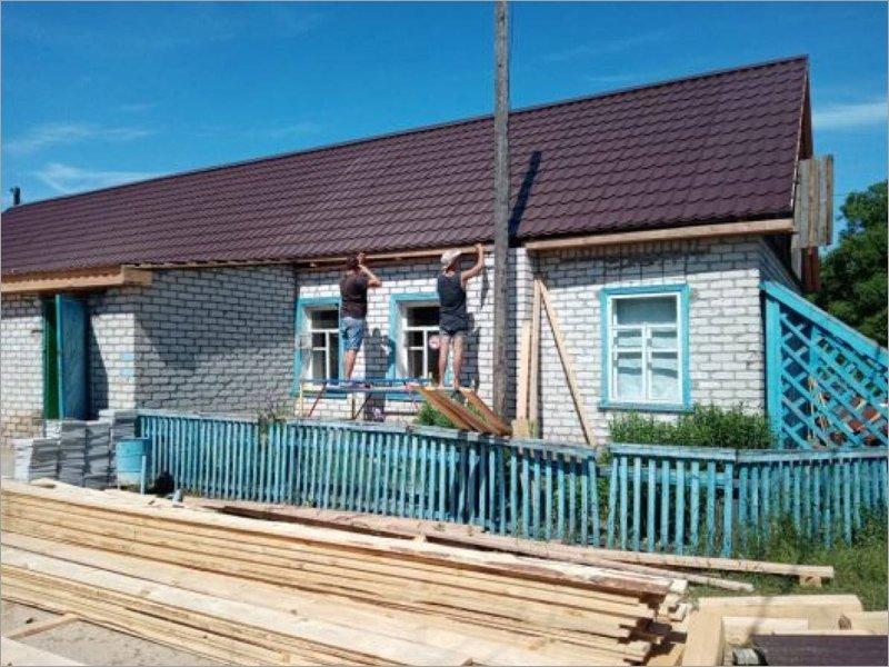 В Унечском районе ремонтируют сельский Дом культуры по партпроекту «ЕР»