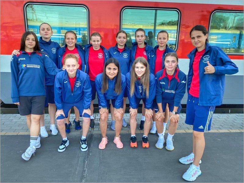 Брянские футболистки-пляжницы отправились на чемпионат России
