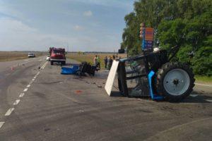 В брянском ГИБДД рассказали о травмах женщины-водителя, пострадавшей в ДТП с трактором