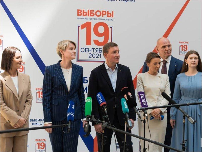 «Единая Россия» подала в Центризбирком документы о выдвижении кандидатов в Госдуму