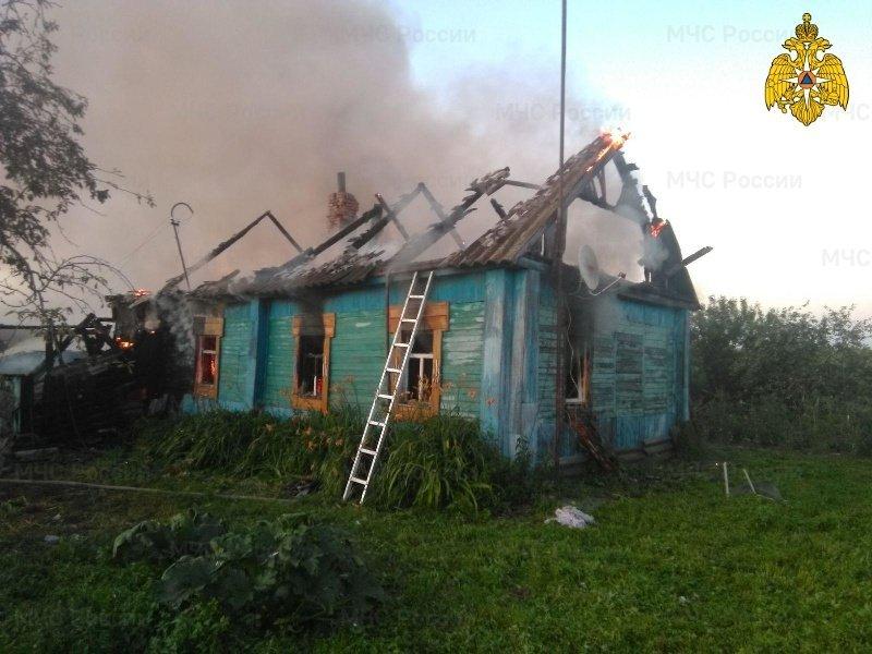 В комаричском селе сгорел жилой дом. Жертв нет