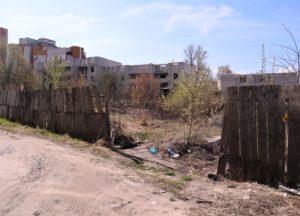 Заброшенную стройку на улице Брянского Фронта облюбовали малолетние «сталкеры»