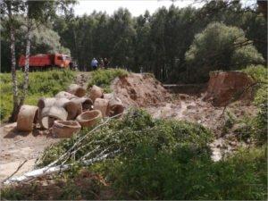 Навлинские дорожники до сих пор восстанавливают смытую дорогу у села Пролысово