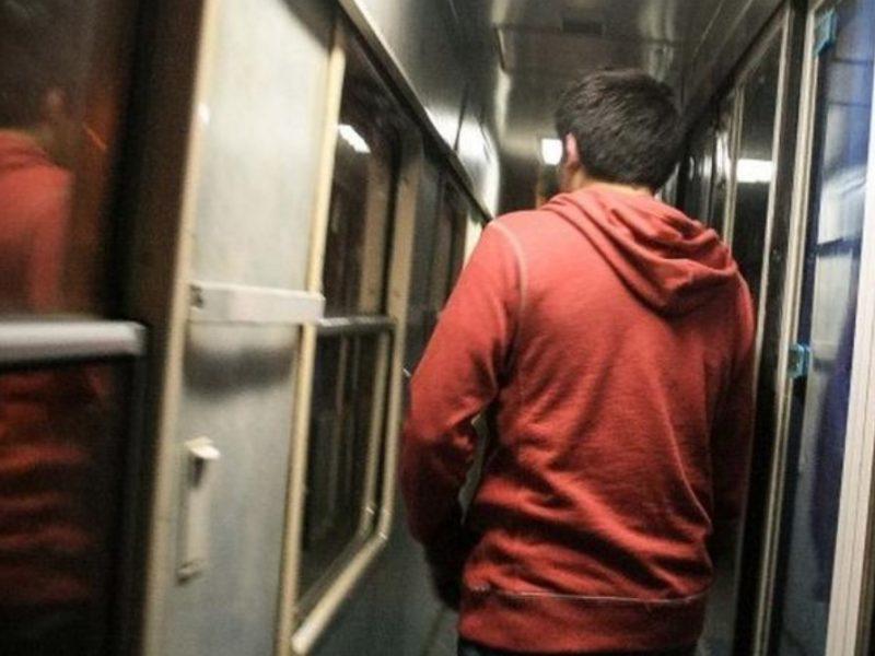 Житель Климово отработает 280 часов за украденный в поезде мобильник