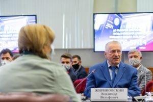 ЛДПР первой из партий подала списки кандидатов в депутаты Госдумы в ЦИК РФ