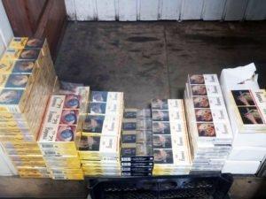 Брянские таможенники обнаружили в магазинах три тысячи пачек белорусских сигарет