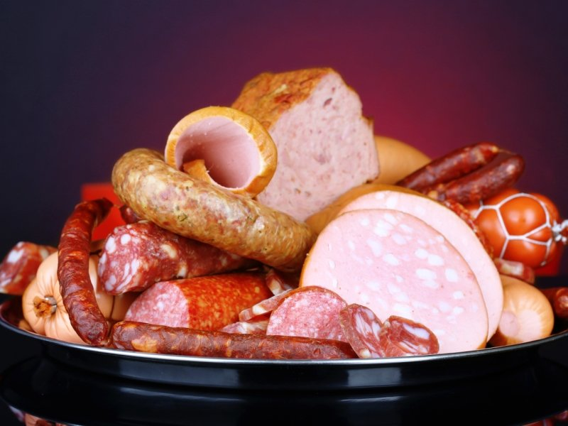 Три четверти  россиян не доверяют отечественной колбасе