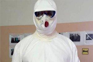Для медиков из «красных зон» отменено обязательное ношение противочумных костюмов