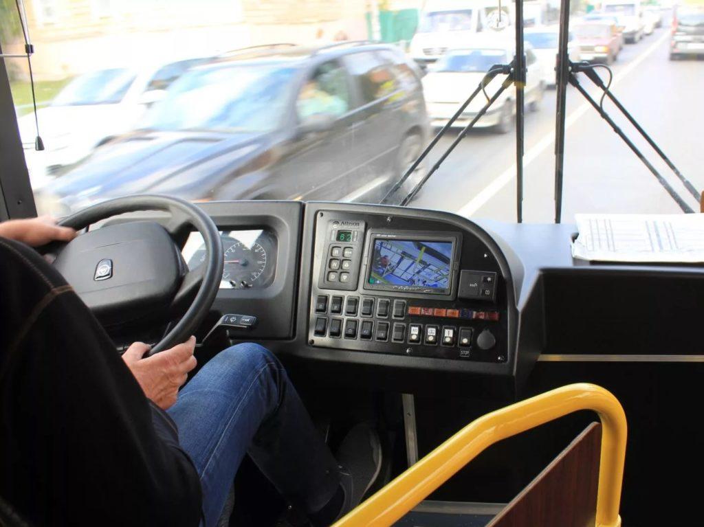 Брянские транспортники поделились видео с «приключениями» водителей автобусов
