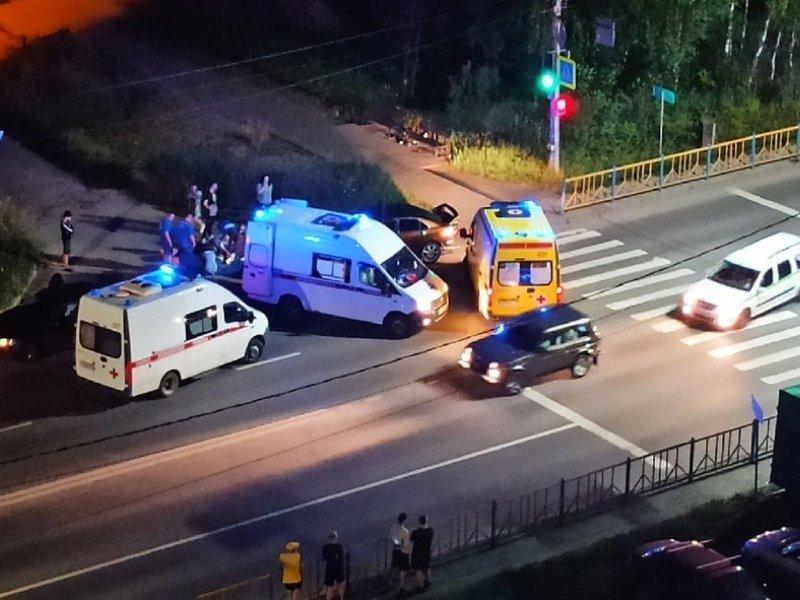 В Брянске пешеход засмотрелся в смартфон и попал под колёса авто