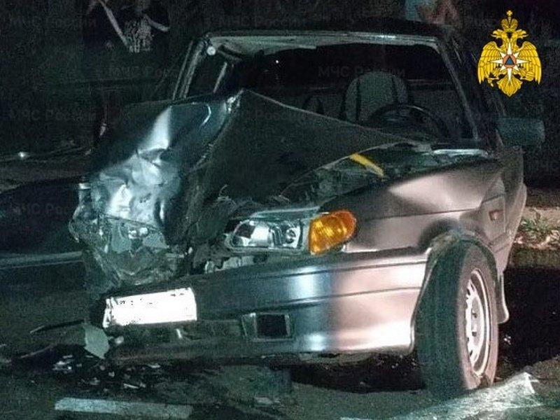 В Брасово грузовик раздавил легковушку, пострадавших вырезали из автомобиля