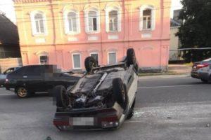 ДТП-перевёртыш в Новозыбкове: лихач на «девятке» устроил аварию и приземлился на крышу