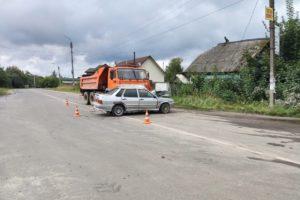 В Клетне легковушка выехала под КамАЗ. Пожилой водитель погиб