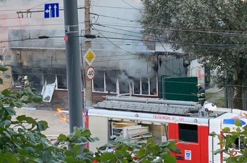 Рано утром в Брянске сгорел «Шаурма House»