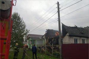 Удар молнии сжёг жилой дом в городе Дятьково. Без крова остались шесть человек