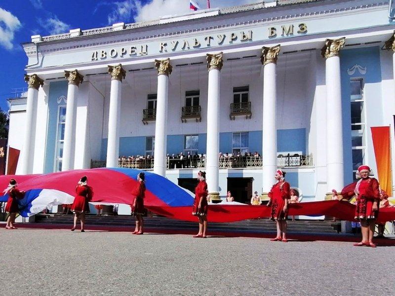 День флага: провозглашению триколора государственным флагом Российской Федерации исполнилось 30 лет