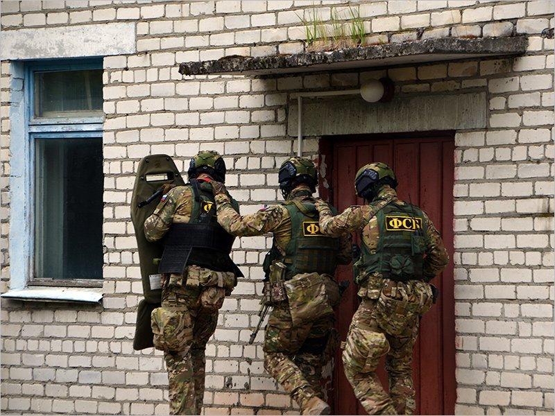 Брянские силовики блокировали в приграничном сельском ДК террористов. Условных