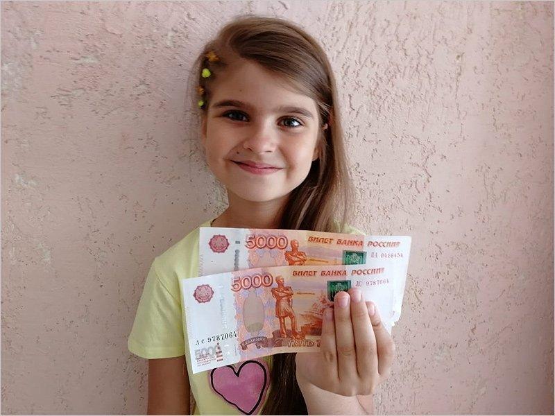 «Путинскую школьную» выплату получили 26,9 тыс. брянских первоклассников