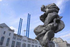 «Памятник г…вну» предложили выслать из Москвы в провинцию