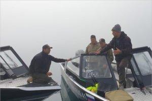 Сотрудники Кроноцкого заповедника спасли выживших после катастрофы вертолёта Ми-8, упавшего в озеро