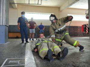 Брянские спасатели-«старички» тренируют молодое пополнение