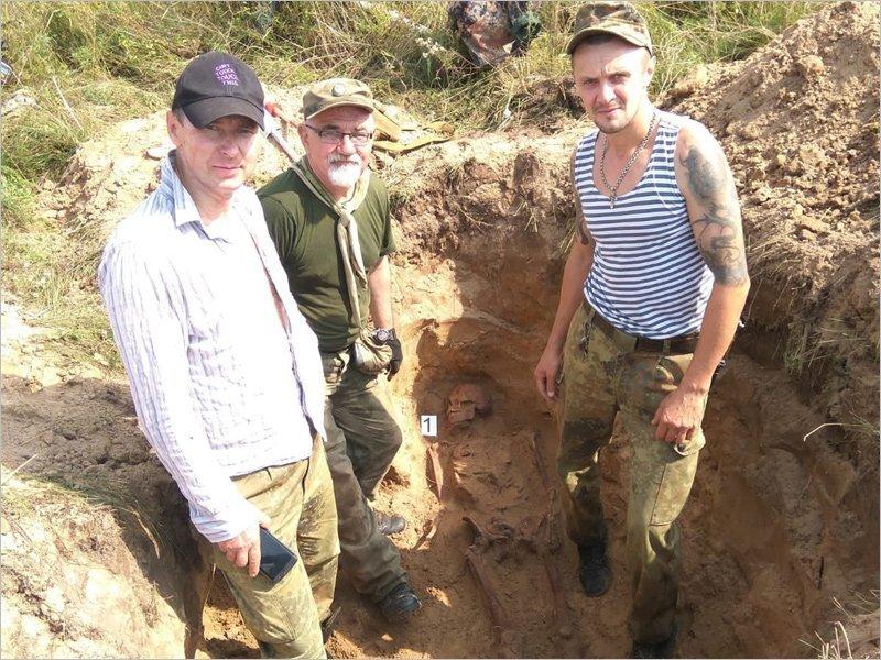 Брянские поисковики подняли останки советского солдата в Калужской области